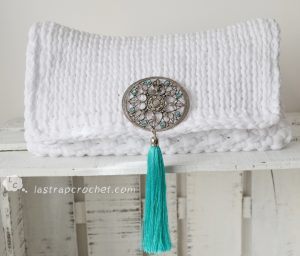 Clutch Boho chic broche turquesa 1