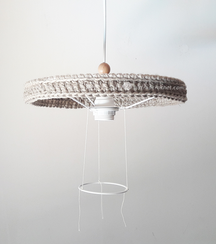 lampara-colgante-bolas-madera-diy-10